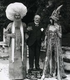 Paul-Cèsar Helleu, G. Boldini and L. Casati wearing the Indo-persane costume in the garden of Palazzo de Leoni, photograph by Mariano Fortuny, 1913