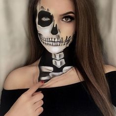 DIY Halloween Makeup Looks Halloween Skeleton Face Makeup, Halloween Skeleton Makeup, Half Skull Makeup, Half Skull Face Paint, Pretty Skeleton Makeup, Happy Halloween, Halloween Makeup Looks, Halloween Diy, Halloween Costumes
