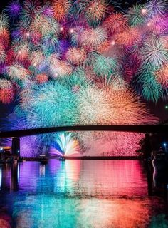 lifeisverybeautiful: Fireworks, Mie, Japan by. - Tokyo lifeisverybeautiful: Fireworks, Mie, Japan by. Pretty Pictures, Cool Photos, Beautiful World, Beautiful Places, Japon Tokyo, Fire Works, Jolie Photo, Amazing Nature, Scenery