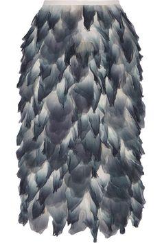Muster mit 3D-Effekt: Hohe Handwerkskunst und viel Liebe zum Detail zeigen die Designer mit plastischen Effekten. Beliebtes Motiv sind dreidimensionale Blüten, die auf Kleidern und Röcken ein modisches Eigenleben führen. Die schönsten Laufsteg-Looks zeigt flair Ihnen hier.