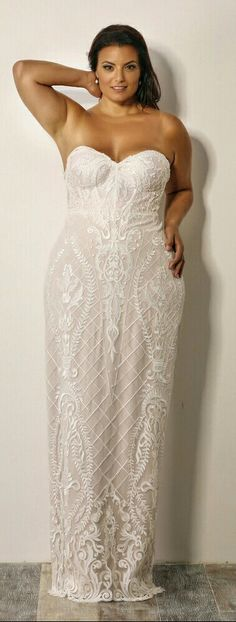 Seductive plus size mermaid lace wedding gown. Madlene. Studio Levana