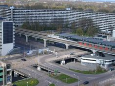 Busplatform metro Karspeldreef.jpg (715×536)