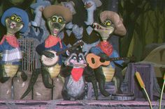 America Sings - The Swamp Boys - Gators and Possum. Disney Rides, Disney Love, Disney Magic, Disneyland History, Vintage Disneyland, America Sings, Walt Disney Imagineering, Country Bears, Splash Mountain