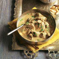 Curry cremoso de pollo con almendras
