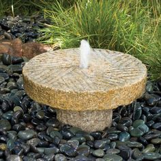 Relaxing Small Fountain Ideas for Your Garden. One important thing is the small fountain that is the sound and ambient. The sound of water will bring relaxation, as well as a beautiful exterior o. Backyard Water Fountains, Stone Garden Fountains, Small Fountains, Ponds Backyard, Garden Stones, Fountain Garden, Outdoor Fountains, Decorative Water Fountain, Bamboo Fountain