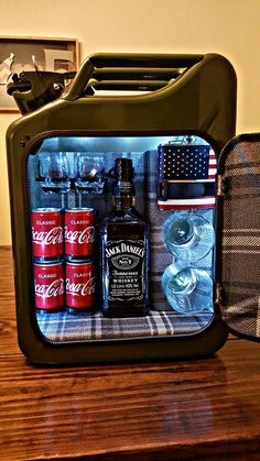Welding Projects, Cool Diy Projects, Alcohol Storage, Bff Christmas Gifts, Jerry Can Mini Bar, Diy Home Bar, Alcohol Bottles, Bar Gifts, Man Cave Gifts