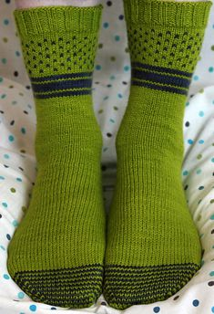 Form + Function Socks by Stefanie Goodwin-Ritter are quick-knitting colorwork socks using just 2 skeins of our superwash La Jolla yarn.