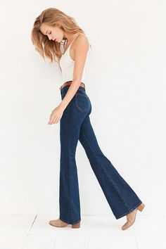 flared jeans are back! check out my 5 favorites of this summer wardrobe staple at jojotastic.com