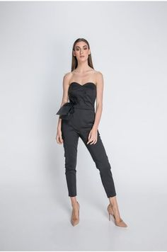Black is back!This jumpsuit makes you feel sexy!MUST HAVE!