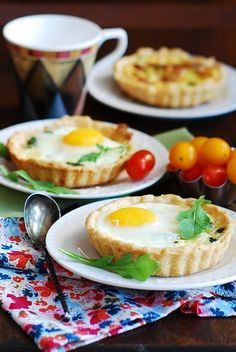 Bacon and egg breakfast cups (tartlets) with spinach and cheese | JuliasAlbum.com
