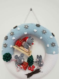 Kränze Truly Tempting Crochet Ornaments For Kids - Berry Christmas crochet wreath Ravelry: Ghirlanda Stella Crochet Christmas Wreath, Crochet Wreath, Crochet Christmas Decorations, Crochet Ornaments, Xmas Wreaths, Holiday Crochet, Christmas Knitting, Crochet Home, Crochet Crafts