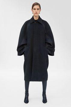 Celine Fall 2018 Ready-to-Wear Fashion Show Celine, Cashmere Coat, Fashion Show, Fashion Trends, High Fashion, Winter Wardrobe, Fall 2018, Vest Jacket, Ripped Jeans