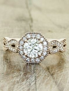 My ring is very similar to this one... <3