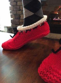 Kriskrafter: Santa's Hearthside Slippers for Women Knitting Patterns Free, Free Knitting, Crochet Patterns, Knitted Slippers, Knitting Socks, Crochet Baby, Christmas Decor, Running Shoes, Tips