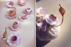 spille con fiori di carta per matrimoni eco friendly, eventi aziendali by Alessandra Fabre Repetto. Green wedding favors; paper brooches