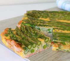 A healthy crustless quiche made with a smoked salmon base Asparagus Pea, Asparagus Quiche, Salmon And Asparagus, Salmon Quiche, Pea Recipes, Sugar Free Recipes, Salmon Recipes, Healthy Recipes, Dairy Free Low Carb