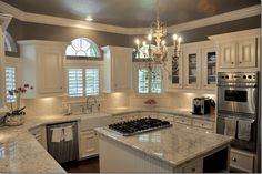 Beautiful white kitchen cabinet decor ideas (49)