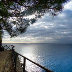 Cinque Terre . . . . . #travel #vacation #photography #instatravel #travelgram #travelphotography #discover #adventure #explore #worldtraveller #wanderlust #viaje #viajar #viaggio #viagem #travelphoto #travelpics #travelblog #travelblogger #blog #blogger #italy #italia #aroundtheworldin170days #mediterranean #manarola #cinqueterre #sea #sun #reflection