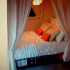 Closet bed. Cool idea!
