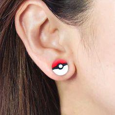 Poké Ball Earrings | GeekyGet Mais