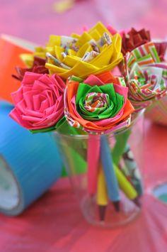 duck tape flower pens, alternate design, so fun. Summer Crafts, Fun Crafts, Diy And Crafts, Crafts For Kids, Bible Crafts, Creative Crafts, Creative Ideas, Duct Tape Pens, Duct Tape Flowers