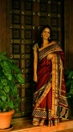 Maroon is so beautiful Indian Attire, Indian Ethnic Wear, India Fashion, Asian Fashion, Indian Dresses, Indian Outfits, Soft Silk Sarees, Elegant Saree, Indian Couture