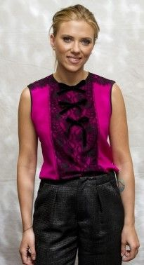 Scarlett Johansson in an Andrew Gn blouse with Roland Mouret trousers attends the 'Don Jon' press conference during the Toronto Film Festival. Hottest Female Celebrities, Celebs, Scarlett Johansson Don Jon, Toronto Film Festival, Satin Top, Pink Satin, Black Trousers, Color Rosa, Star Fashion