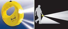 足元と進行方向の両方を照らしてくれる懐中電灯。Flashlight