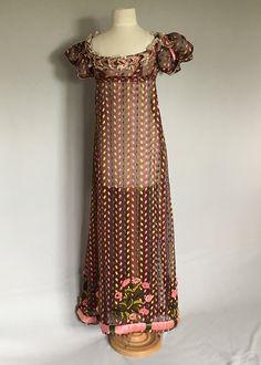 Vintage 1950s Dresses, Vintage Ladies, Vintage Outfits, Vintage Fashion, Jane Austen, White Maxi Dresses, Nice Dresses, Regency Dress, Regency Era