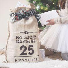 Saco wonder de yute - No abrir hasta el 25 de diciembre. Un saco bien bonito para completar la decoración navideña de tu casa, ideal para llenar hasta arriba de regalos que no se podrán abrir hasta el día 25. #mrwonderfulshop #christmas #presents #december #coat