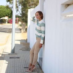 Jersey rayas y camisa vero moda, pantalón vestir chino mango, zapato salón Zara, gafas ver aviador zara, pelo corto rubio, pixie hair curt, short hair bob Hair Curt, Look Formal, Pixie, Mango, Street Style, Shorts, Short Blonde, Short Hair, Court Shoes