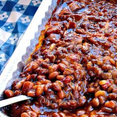 Grandma& Real Southern Baked Beans is down home southern cooking at it& best - made with ingredients like bacon, roasted red pepper and molasses. Southern Baked Beans, Best Baked Beans, Baked Beans With Bacon, Baked Bean Recipes, Beans Recipes, Baked Beans Crock Pot, Homemade Baked Beans, Van Camp Baked Beans Recipe, Baked Beans With Molasses Recipe