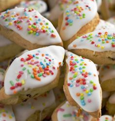 Photo about Papassini - Sweet Italian (Sardinia) Cookies for the Holidays. Image of xmas, biscuits, food - 12248791 Italian Christmas Cookie Recipes, Italian Cookies, Christmas Baking, Walnut Cookies, Spice Cookies, Pastel Funfetti, Just Desserts, Dessert Recipes, Pistachio Biscotti