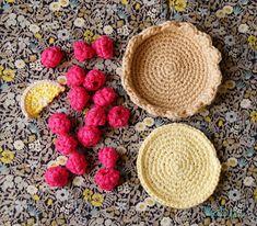 Fruits En Crochet, Crochet Food, Diy Crochet, Crochet Crafts, Kids Play Food, Confection Au Crochet, Cake Craft, Diy Toys, Handmade Toys