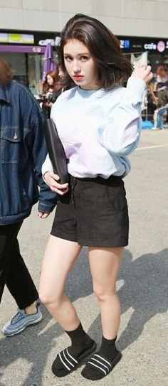Jeon_Somi+Ennik_Somi_Diuma (IOI) Waist Skirt, High Waisted Skirt, Jeon Somi, White Outfits, Leather Skirt, Kpop, Skirts, Fashion, White Rave Outfits
