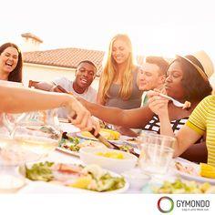 3. Normal essen: Heißhunger entsteht durch einen niedrigen Blutzuckerspiegel. Um diesen zu umgehen, solltest Du immer essen bis Du satt bist. Denn wer hungert, hat keinen stabilen Blutzuckerspiegel und neigt zu Heißhungerattacken.