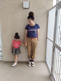 親子でおそろいもできちゃう!秋には靴下を投入したい - mamagirl | ママガール Parachute Pants, Fashion, Moda, Fashion Styles, Fashion Illustrations