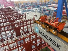 First container being loaded onto the Mærsk Mc-Kinney Møller.