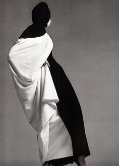 thedoppelganger:  Photographer: Richard AvedonModel: Jean Shrimpton