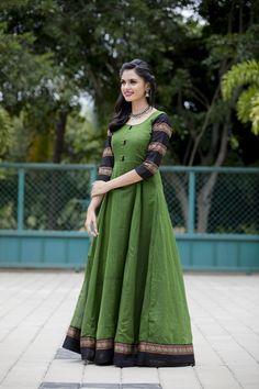 VJ Akshayaa photoshoot stills. Akshayaa is a South Indian Model and VJ at SUN network. South Indian Models photoshoot stills. Simple Kurti Designs, Kurta Designs Women, Long Gown Dress, Saree Dress, Long Frock, Anita Dongre, Fashion Weeks, Indian Designer Outfits, Designer Dresses