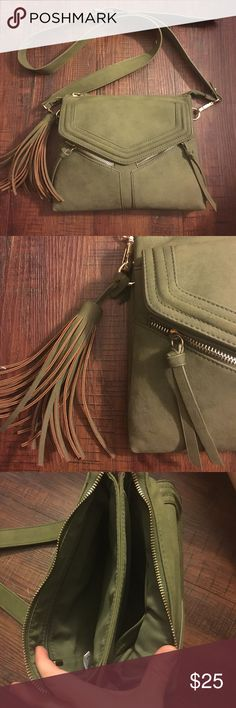 NWOT Olive Green Purse Olive green. Lots of space and zipper pockets. Perfect condition. Used once. NWOT tillys Bags Crossbody Bags