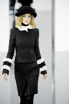 Paris Fashion Week: Chanel gives us green nails and sparkly, sequined eyes - Zoes Blog | PRIMPED