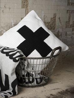 DIY | gehäkeltes Kissen mit Kreuz
