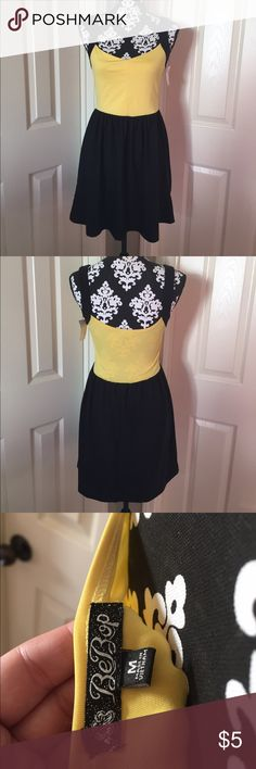 🖤🌼Medium Black & Yellow dress/tunic🖤🌼 🛑STOP, Check this deal out! 🚨Must sell, priced to move from my closet to yours today🚨 🖤💛 Black & Yellow Dress or could be worn as a tunic with leggings. 🖤💛 Dresses Mini