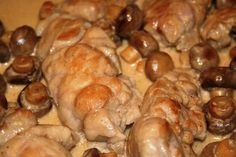 Veau aux champignons (veal with mushroom sauce) Beef Sweetbreads Recipe, Veal Recipes, Cooking Recipes, Drink Recipe Book, Good Food, Yummy Food, Fish And Meat, Sweet Bread, Food Inspiration