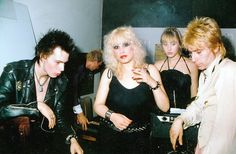 Backstage at Maxs with Sid Vicious, Nancy Spungen, Jerry Nolan and Esther. 70s Punk, Punk Goth, Sid And Nancy, Johnny Thunders, Johnny Rotten, One Wave, Attitude, The Clash, Music Photo