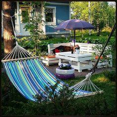 Riippumatto + upea kesäilta = maanantain pelastus! #Repost: #inspiroivakoti by @annnikais #sisustus #styleroom_fi #keinutaan #kesä