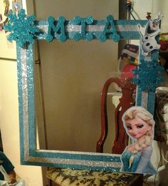 Photo frame booth