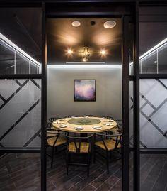 Din Tai Fung restaurant by Design Clarity, Melbourne – Australia Australian Interior Design, Contemporary Interior, Visual Merchandising, Australian Restaurant, Melbourne Markets, Din Tai Fung, Kitchen Seating, Private Dining Room, Retail Store Design
