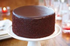 how to bake a cake with a flat top and other baking tips! i would love to learn how to bake cakes!Don't know how this tastes, but its a pretty cake! Cake Cookies, Cupcake Cakes, Just Desserts, Delicious Desserts, Yummy Treats, Sweet Treats, Cake Recipes, Dessert Recipes, Flat Cakes